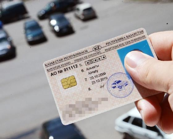 Полицейским могут разрешить лишать казахстанцев водительских прав без суда