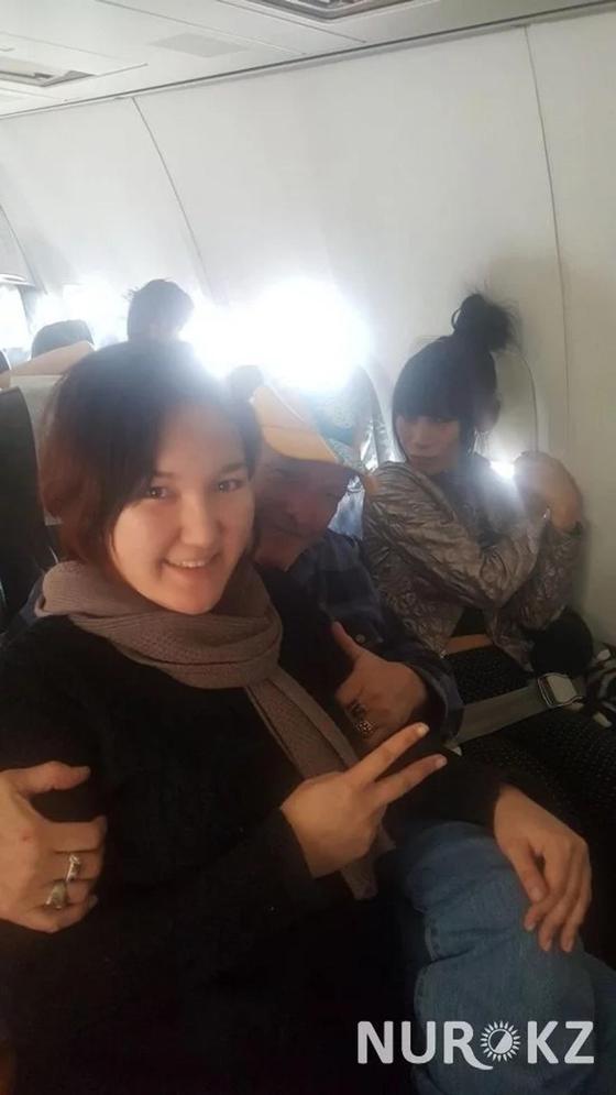 Алматинка встретила голливудских звезд в самолете