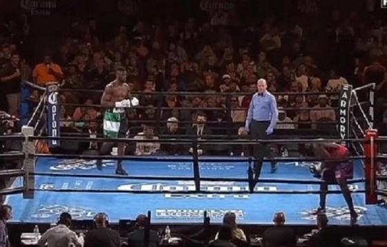 Боксер вышел на бой и на первой секунде убежал с ринга (видео)