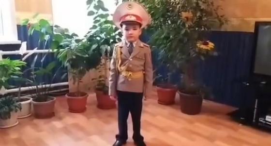 Видео с шестилетним мини-генералом умилило казахстанцев (видео)