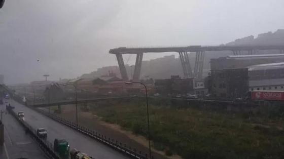 В Италии обрушился автомобильный мост, есть жертвы