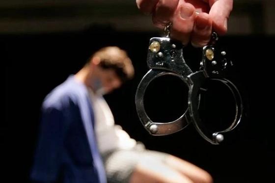 Били о стену и перекрывали кислород: полицейских осудили за пытки в Павлодаре