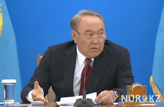 «Вы экономить должны, а вы разбазариваете»: Назарбаев отчитал министра экономики