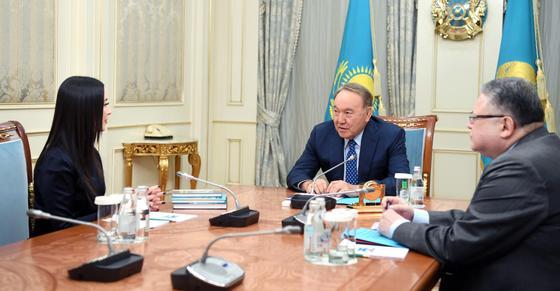 «Я благодарен Вам»: Назарбаев встретился с руководителем оркестра «Отырар сазы»