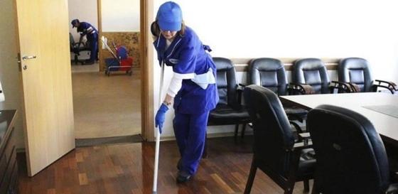 Пять уборщиц носили взятки директору школы в Караганде