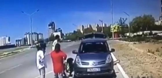Поступок сотрудников дорожной полиции восхитил жителей Актау (видео)