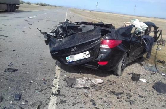 Авто всмятку: молодой парень погиб в столкновении с фурой в Павлодарской области (фото)