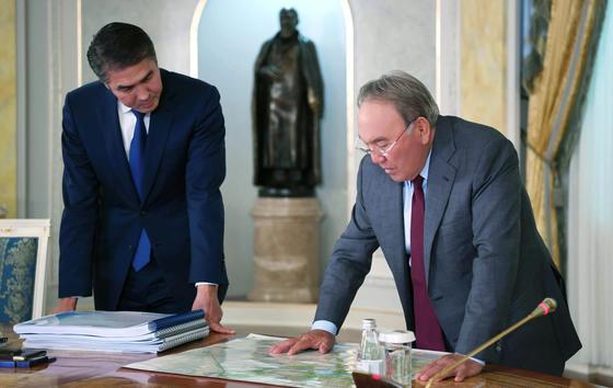 Исекешев рассказал Назарбаеву о строительстве новых объектов Астане