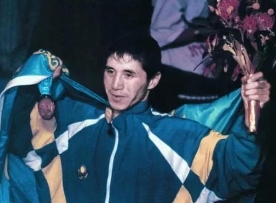 Бүгін 20 жасында Олимпті бағындырған Бекзат Саттархановтың туған күні. Фото: NUR.KZ.