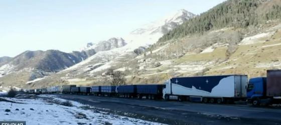 Казахстанцы оказались в снежном плену в горах Грузии
