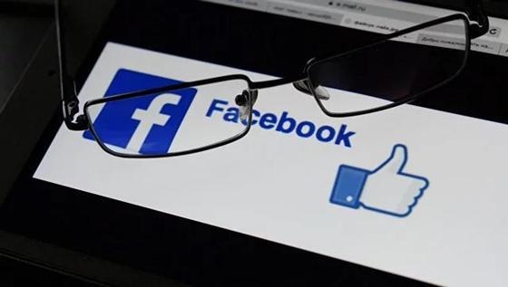 """Мужчина показал необычную функцию Facebook c помощью """"поста-иллюзии"""""""