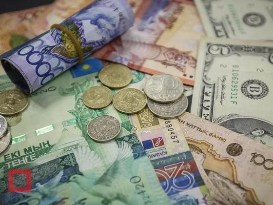 Тенге существенно стабильнее рубля, заявили в Нацбанке