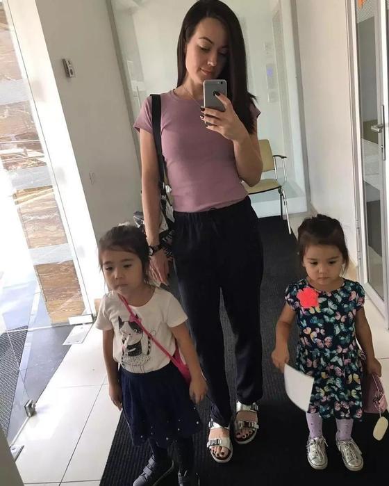 Сейфуллин Жолбарыс показал двух дочерей от молодой жены (фото)