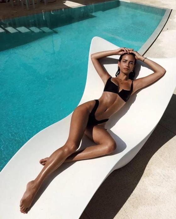 Самые горячие фото сексуальной модели Элиши Герберт с глубокими глазами