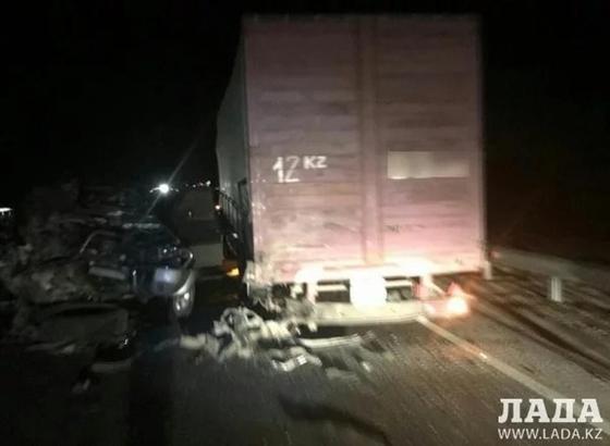 Один человек погиб в ДТП на трассе в Мангистауской области (фото)