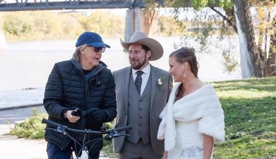 Пол Маккартни случайно стал главной звездой свадебной фотосессии
