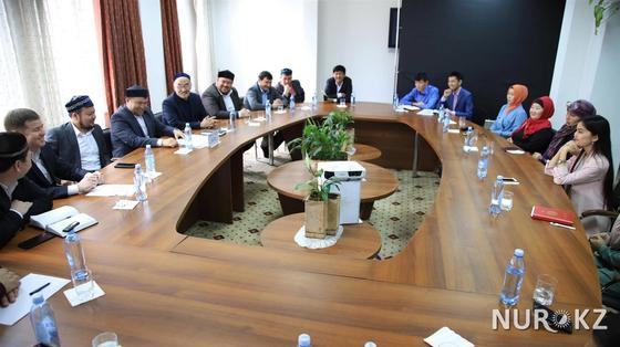 Алматының жаңа бас имамы журналистерді жинап алып ескерту жасады (фото)