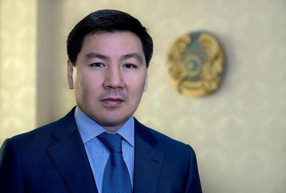 Аскар Жумагалиев рассказал, когда госслужащим разрешат пользоваться смартфонами