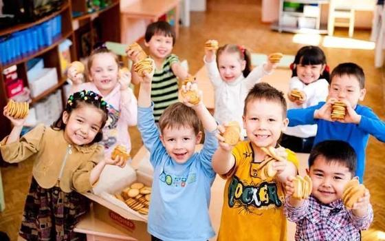 Депутат предложил обучать казахскому на латинице во всех детсадах