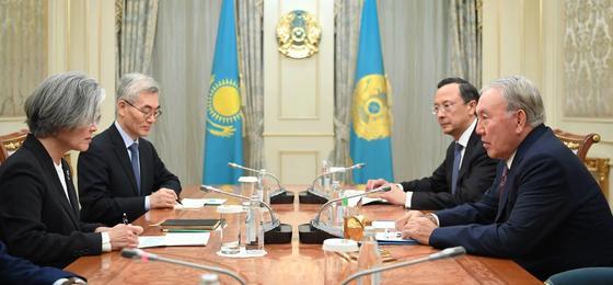 Назарбаев встретился с главой МИД Южной Кореи