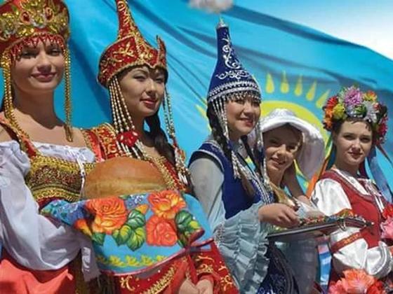 Казахстанцам дарят подарки в честь Дня благодарности