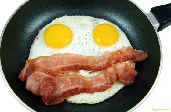 Ученые заявили о смертельной опасности яичницы на завтрак