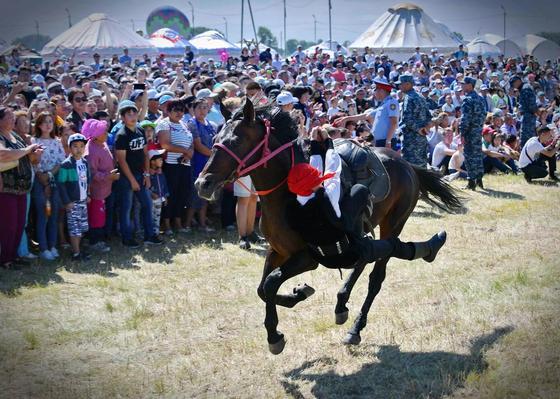 """Более 100 тысяч человек посетили фестиваль """"Ұлы дала"""""""
