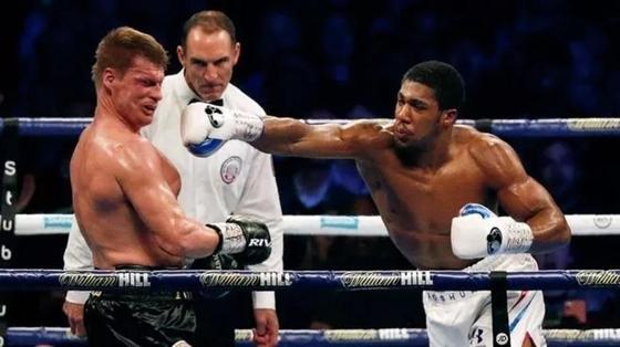 Джошуа нокаутировал Поветкина. Британский боксер не проиграл ни одного боя