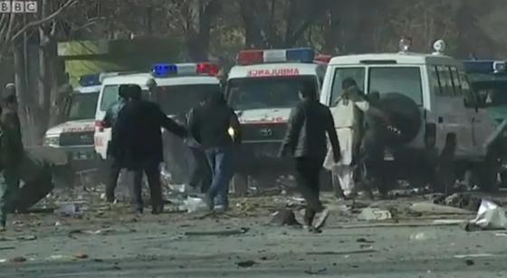 В Кабуле смертник взорвал машину скорой помощи: 95 погибших