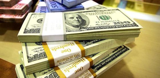 Курс доллара взлетел сразу на три тенге