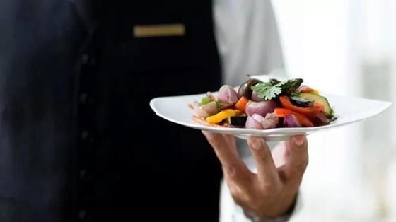 Почему в компании мы съедаем больше? Ответ оказался не так прост