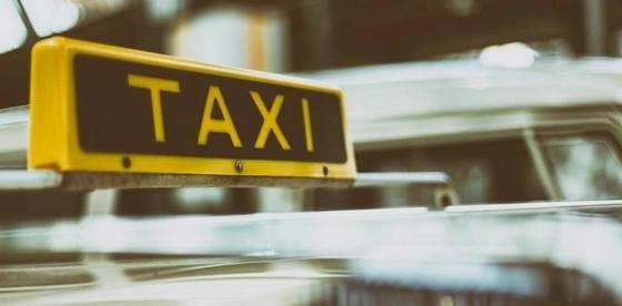 Таксист грабил клиентов в Караганде