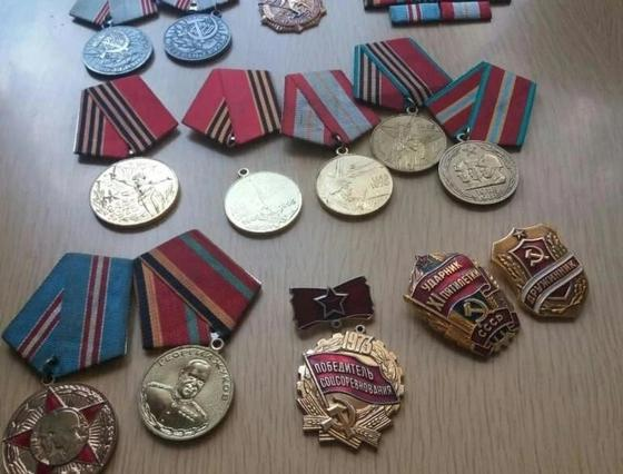 Ветеранские медали найдены в мусорной урне в Павлодаре