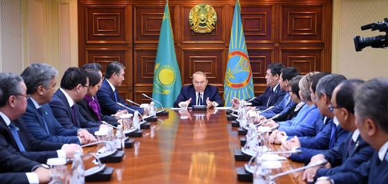 Назарбаев - чиновникам: Если снять с вас иностранную одежду - голые останетесь