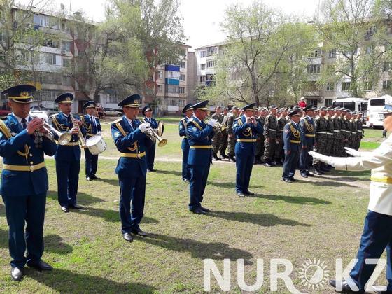 103-летнего ветерана войны Семена Данилина в Уральске поздравили с оркестром