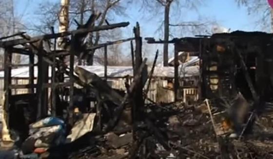 Сильный пожар оставил без жилья три семьи в Алматы