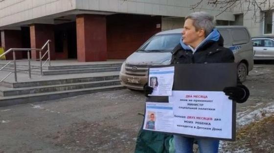 Суд признал удалившую грудь россиянку мужчиной. И отказался вернуть ей детей