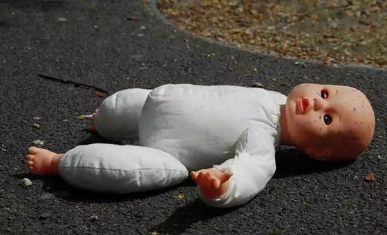 Полиция Костаная начала расследовать инцидент с брошенным в туалете младенцем
