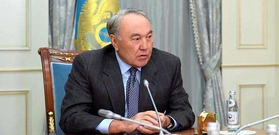 Назарбаев: У всех перед глазами тотальное воровство денег народа