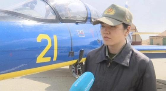 Единственная в Казахстане девушка-летчик рассказала, как управлять истребителем