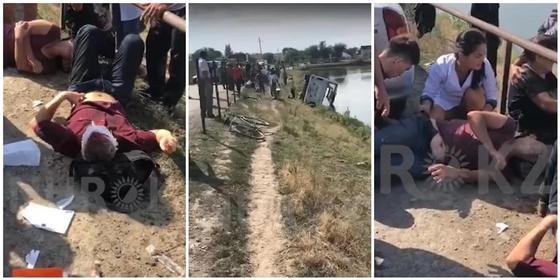 Автобус перевернулся в Алматинской области: 13 пассажиров доставлены в больницу