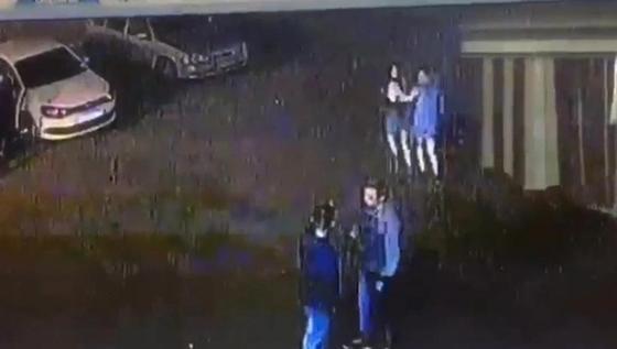 СМИ: экс-чиновник сбил двух девушек возле ночного клуба в Петропавловске (видео)