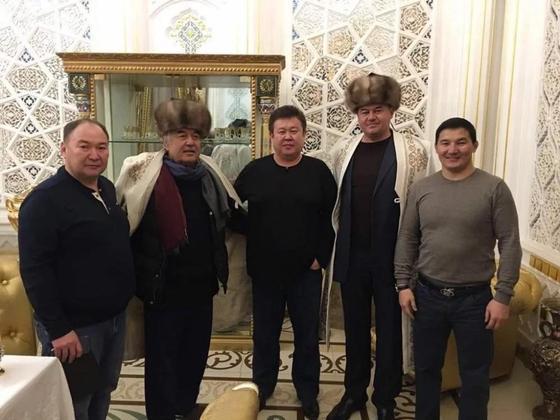 Задержанного кыргызского депутата заметили на снимке с «боссом узбекской мафии» (фото, видео)