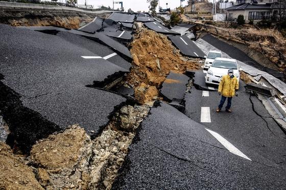 Более 200 человек пострадали во время мощного землетрясения в Японии
