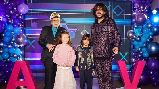 Филипп Киркоров с детьми и отцом. Фото