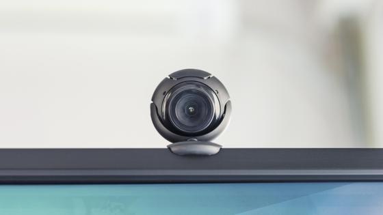 Веб-камера на верхней части монитора