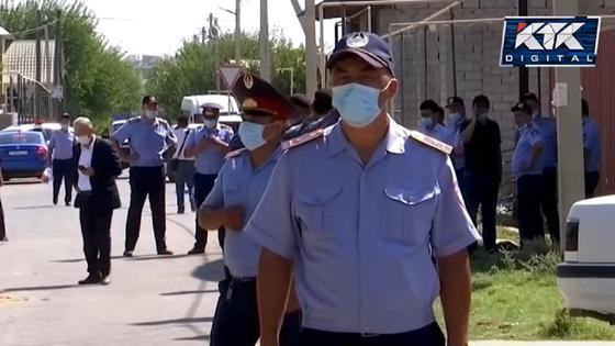 Полицейские в Шымкенте