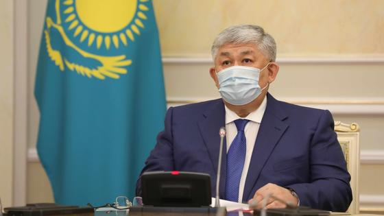 Крымбек Кушербаев в маске