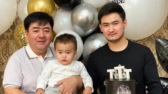 Торегали Тореали с отцом и сыном. Фото