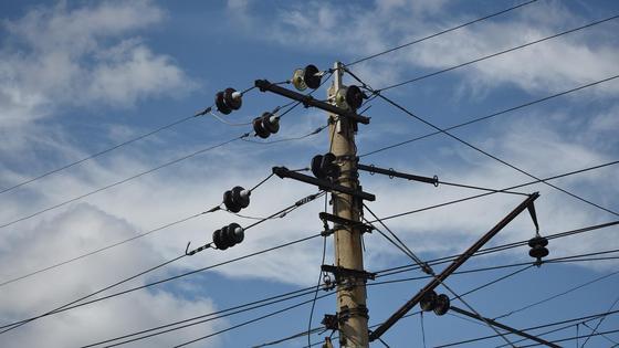 электрический столб на фоне неба